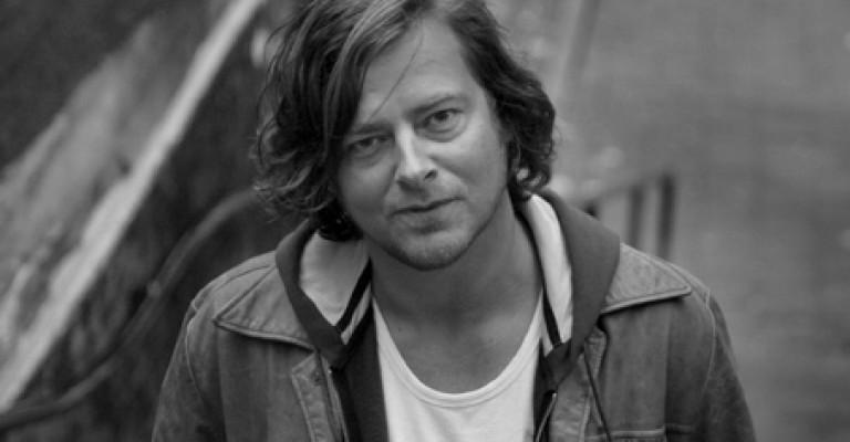 """Marius Holst med filmversjon av Marte Michelets """"Den største forbrytelsen"""""""