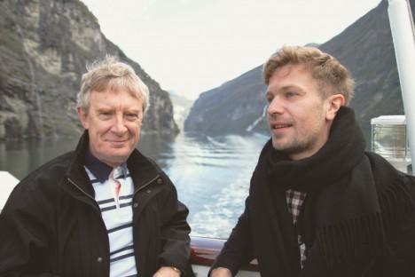 "Sigmund Eias Holm (til høyre) under befaringen med Morgan O'Sullivan fra ""The Vikings""."
