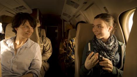 Juliette Binoche og Lauryn Canny som mor og datter i Erik Poppes «Tusen ganger god natt».