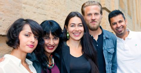 """Maria Ekerhovd (midten), sammen med gjengen fra  """"Jeg er din""""."""