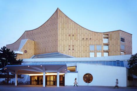 Wim Wenders eget bidrag handler om Filarmonien i Berlin.