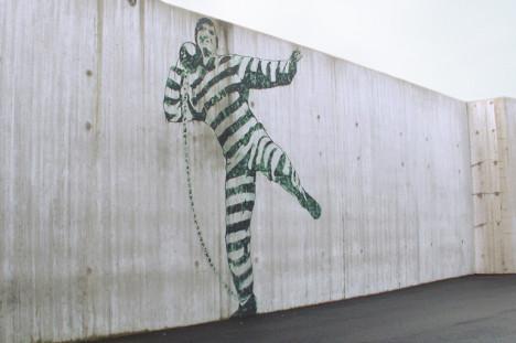 Danske Michael Madsen har tatt for seg Halden fengsel i Norge.