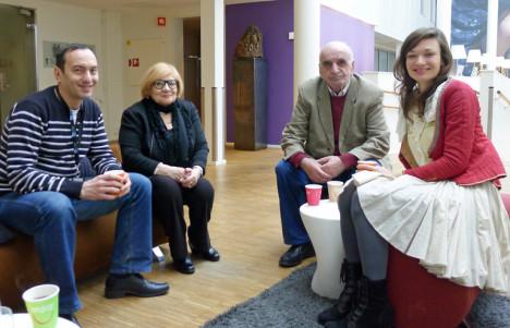 Artavazd Pelesjan flankert av sin kone Aida Galstyan og tolken Julia Zazhigiova. Til venstre regissørens landsmann Artsvi Bakhchinyan, som satt i festivalens nordiske jury sammen med Rushprints medarbeider. Foto: Oda Bhar.
