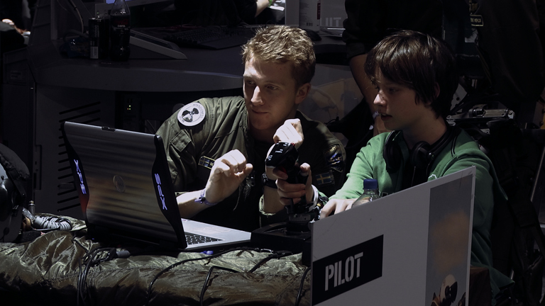 Militær rekruttering av dronepiloter begynner ofte på spillsentre for ungdom. Foto: Lucian Muntean.