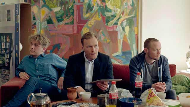 Scene fra «High Point» av Emil Trier. Christian Rubeck i midten, Glenn Erland Falck til høyre.