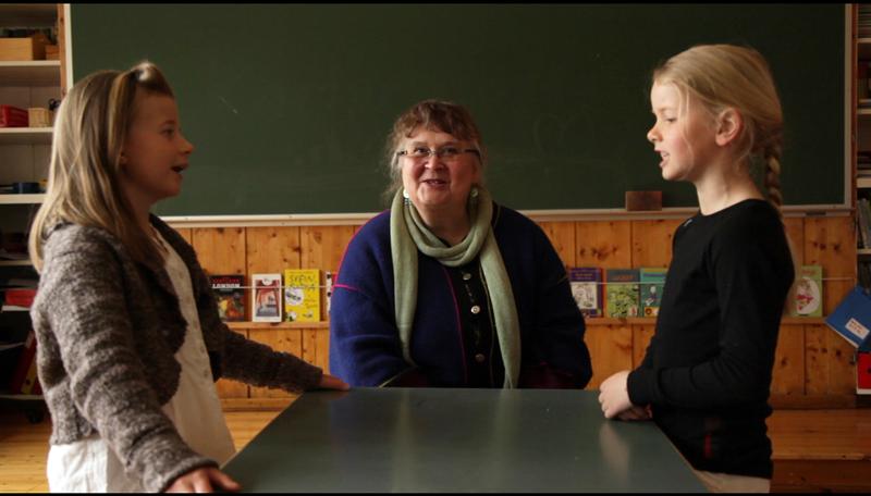 Agnes Buen Garnås lærer småjenter å kvede i «Sing singeling»,