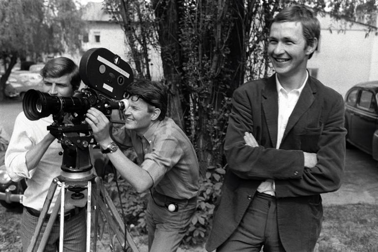 Roy Andersson under innspillingen av sin debutfilm «En kärlekshistoria».