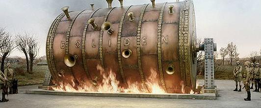 Torturorgelet i «En duva» er bygd og filmet i Norge. Foto: Studio 24. © Roy Andersson Filmproduktion.