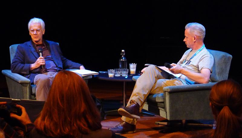 Filmteoretikeren Bill Nichols ble intervjuet på scenen av Neil Young fra The Hollywood Reporter. Foto: Oda Bhar.
