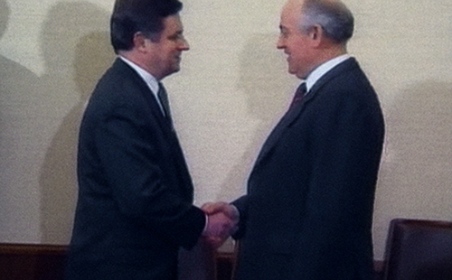 Gorbachev-shaking-hands-with-Miklós-Németh--Archive-21st-Century