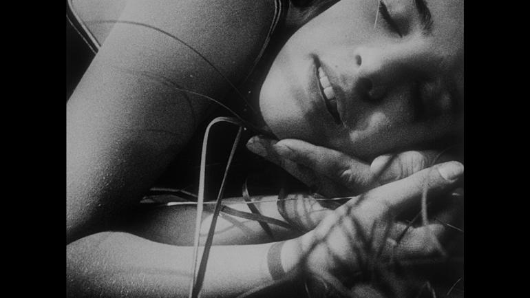 Filmen MENSCHEN AM SONNTAG (1930) er full av den typen spontane bilder og opptak med amatører den franske nybølgen skulle bli så kjent for.