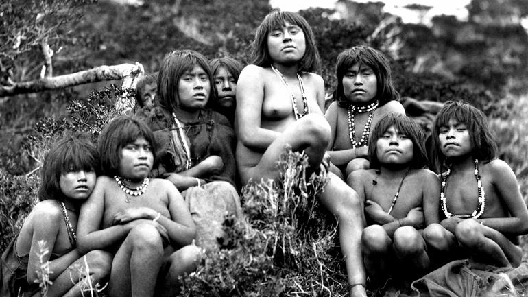 Nomadefolket fra det sørlige Chile får ikke lenger lov til å bruke sine tradisjonelle kanoer.