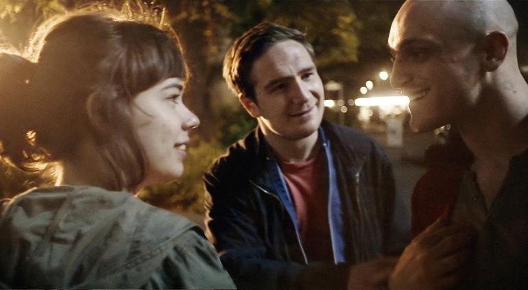 Laia Costa (Victoria), Frederick Lau (Sonne) og Franz Rogowski (Boxer) før ting begynner å gå galt i thrilleren VICTORIA.