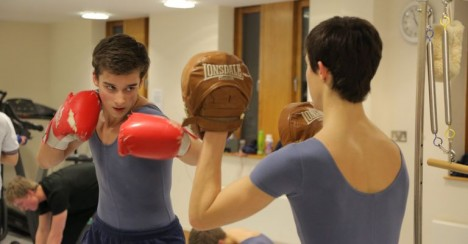 Lukas bokser på Royal i London – Foto Kenneth Elvebakk - versjon 2