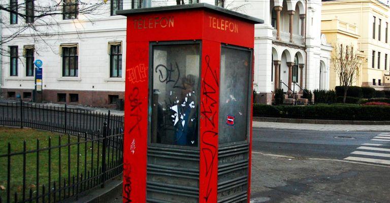 Jakten på en rød norsk telefonkiosk