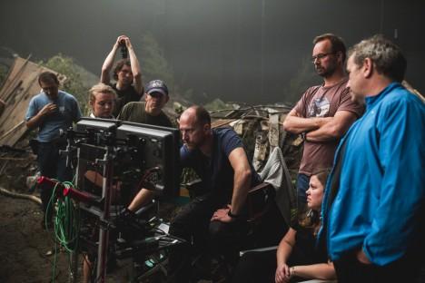 Fra opptak i studio i Bururesti; regissør Roar Uthaug midt i bildet. Foto: Eirik Evjen.