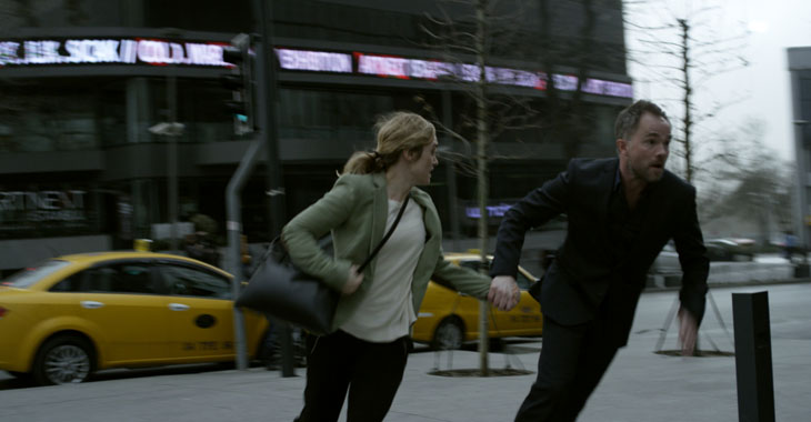 Ellen (Laura Christensen) og Peter (jon Øigarden) drar til utlandet på jakt etter bildebevis som fikk Hammern drept.