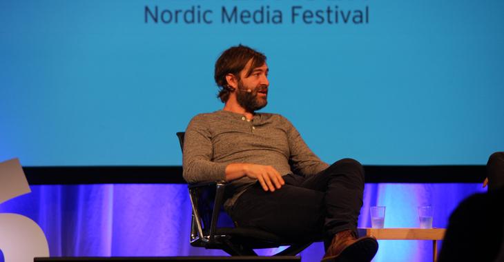 Mark Duplass i samtale med manusforfatter Thomas Seeberg Torjussen under snakket Nordiske mediedager i Bergen.