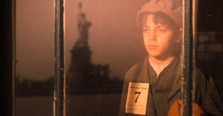 """En ung Vito Corleone ankommer Ellis Island i 1901 i """"Gudfaren del II"""" (1972)"""