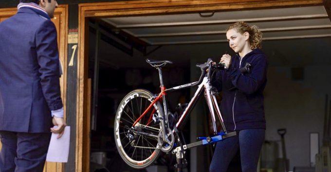 Vil «Hjelperytteren» sparke liv i idrettssatiren?