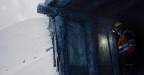 Egil Håskjold Larsen går ned i dypet av Svalbard